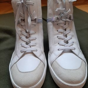 Sneakers athletic style
